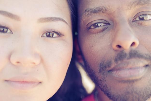 Portrait De Jeune Fille Asiatique Et Homme Noir Photo Premium