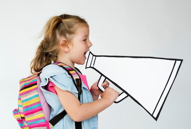 Portrait d'une jeune fille avec un mégaphone Photo Premium