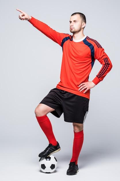 Portrait De Joueur De Football Professionnel En Chemise Rouge Photo gratuit