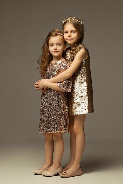 Le Portrait De Mode De Jeunes Belles Adolescentes Photo gratuit