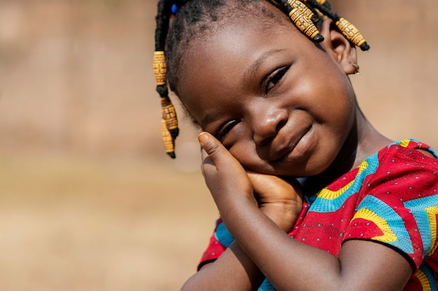 Portrait De Petite Fille Mignonne Gros Plan Photo gratuit