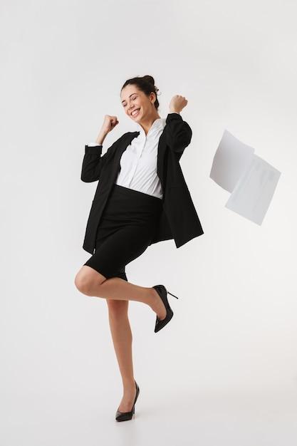 Portrait En Pied D'une Jeune Femme D'affaires Excitée Photo Premium