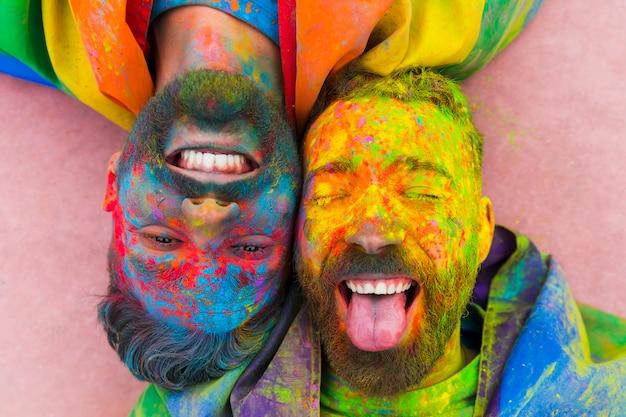 Portrait, rire, couple gay, souillé, peinture Photo gratuit