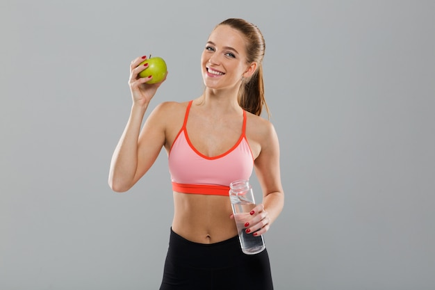 Portrait, De, Sourire, Sain, Sports, Girl, Tenue, Pomme Verte Photo gratuit