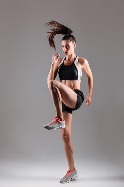 Portrait D'une Sportive Concentrée Photo gratuit