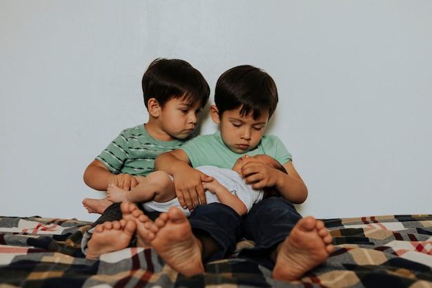 Portrait de vie d'un amour fraternel Photo Premium
