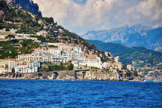 Positano, côte amalfitaine, campanie, italie. belle vue Photo Premium