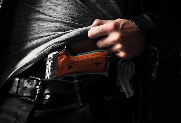 Possession illégale d'armes à feu Photo Premium