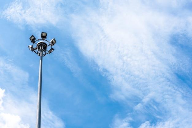 Poste de lumière électrique Photo gratuit