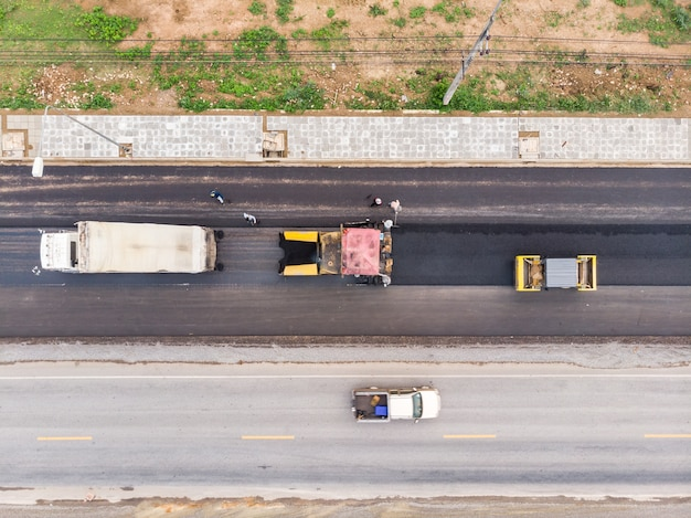 Poste d'opérateur de machine à asphalte et de rouleau compresseur Photo Premium
