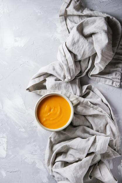 Potage à la citrouille et aux carottes Photo Premium