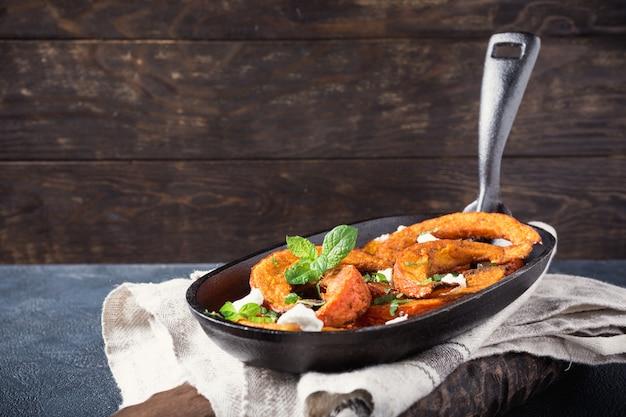 Potiron grillé aux herbes aromatiques Photo Premium