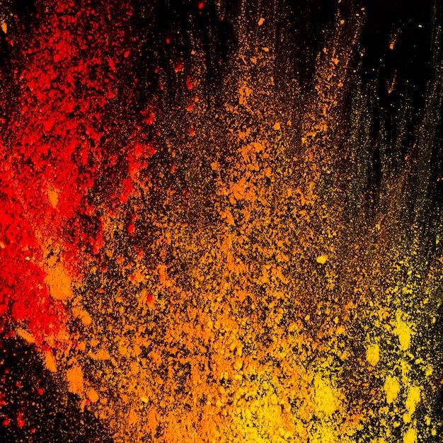 Poudre colorée abstraite éclaboussée sur le fond Photo gratuit