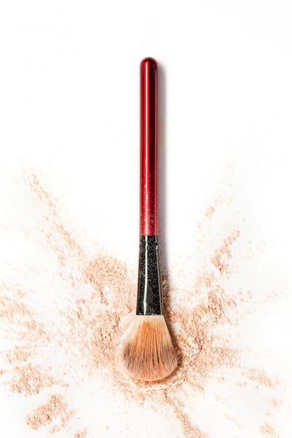 Poudre De Miroitement Minérale Broyée Avec Pinceau De Maquillage Photo gratuit
