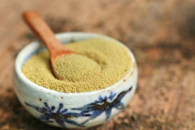 Poudre de thé vert matcha Photo Premium
