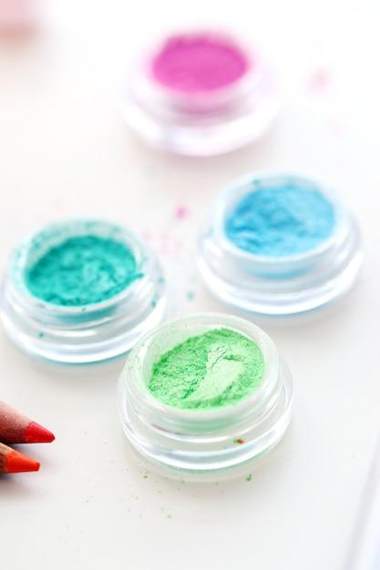 Poudres cosmétiques colorées Photo gratuit