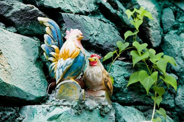 Poule en céramique et coq Photo Premium