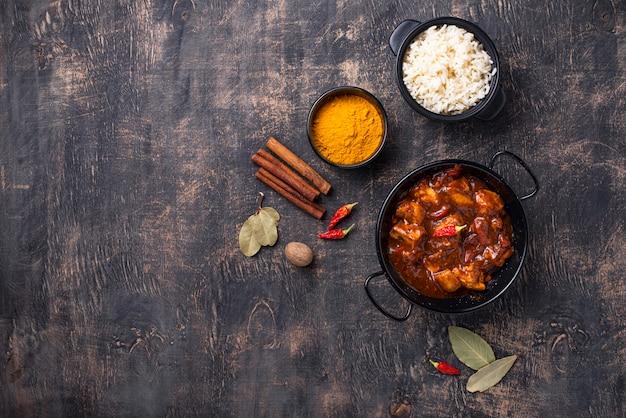 Poulet Au Curry Tikka Masala Avec Riz Photo Premium