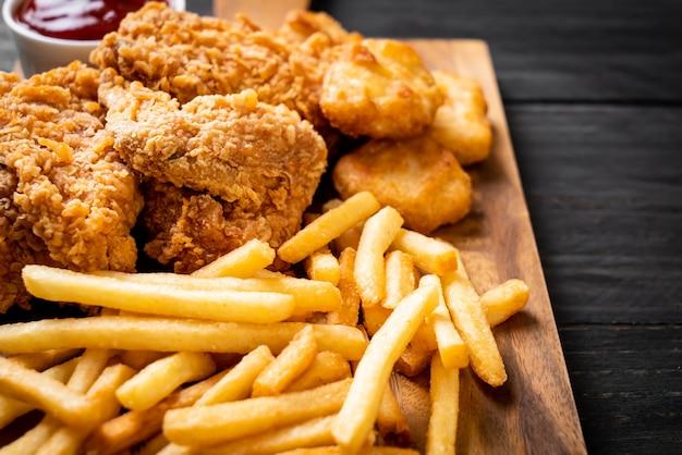 Poulet frit avec frites et pépites Photo Premium