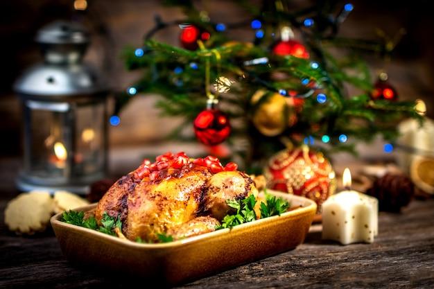 Poulet Rôti Pour Le Déjeuner De Noël Photo Premium
