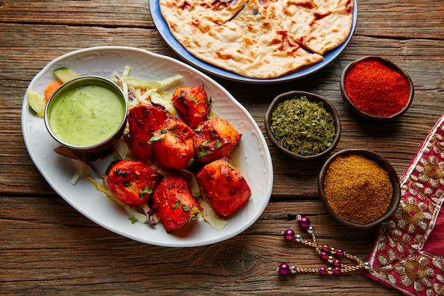 Poulet tikka recette de cuisine indienne Photo Premium