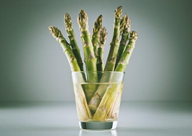 Poutre d'asperges dans un verre Photo Premium