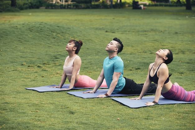 Pratique du yoga Photo gratuit