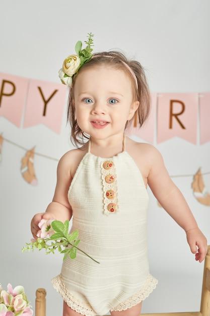 Premier anniversaire filles, décor aux couleurs roses Photo Premium