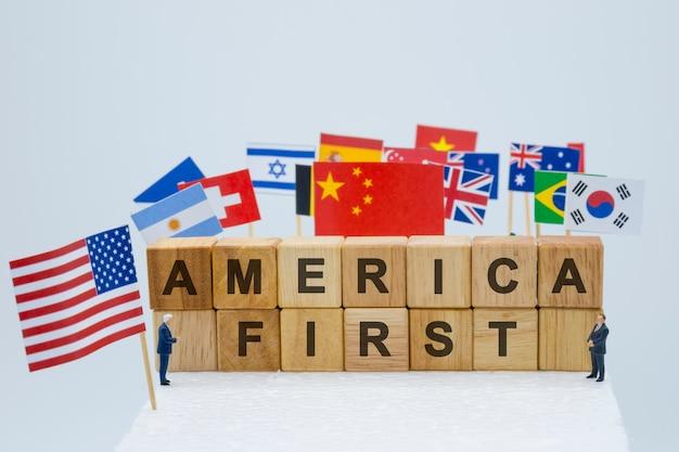 Premier libellé américain avec les drapeaux usa, chine et multi-pays. Photo Premium