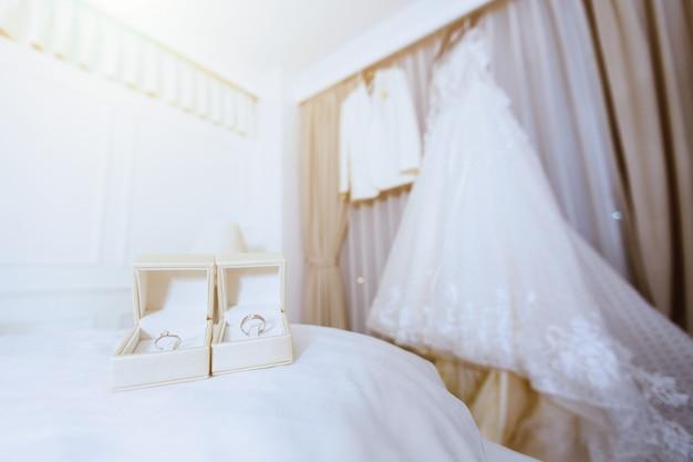 Préparation des accessoires de mariée pour le concept de mariage. Photo Premium