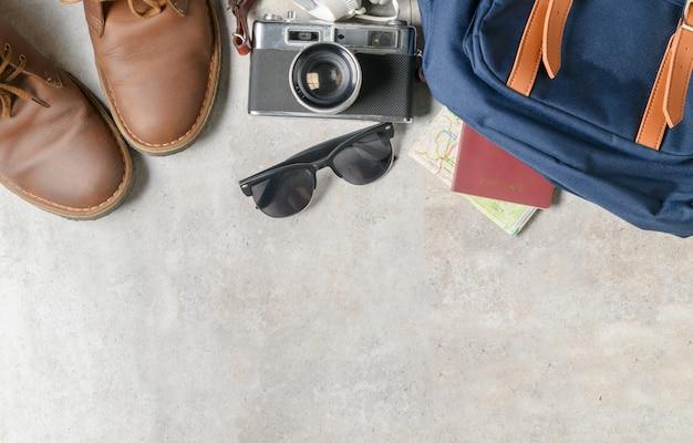 Préparer des accessoires de sac à dos et des articles de voyage Photo Premium