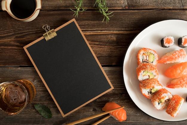Presse-papiers Avec Sushi Et Copier-coller Photo gratuit