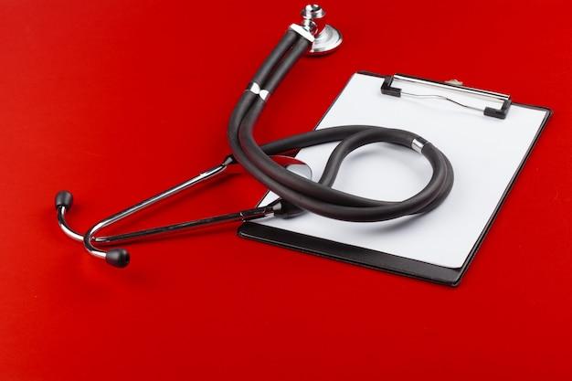Presse-papiers Vierge Avec Stéthoscope Moderne Photo Premium