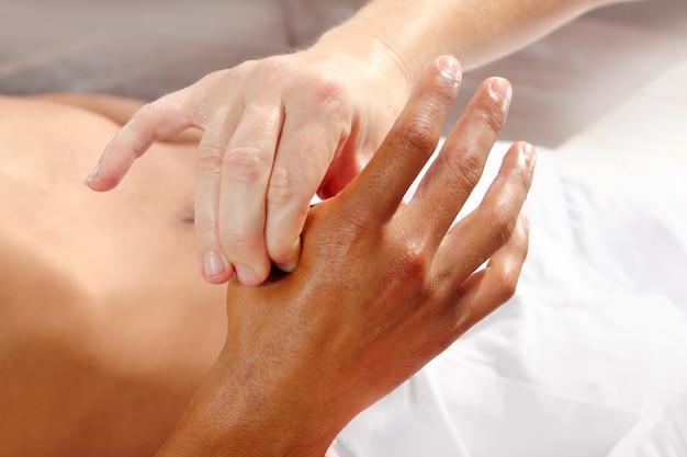 Pression digitale des mains réflexologie massage thérapie tuina Photo Premium