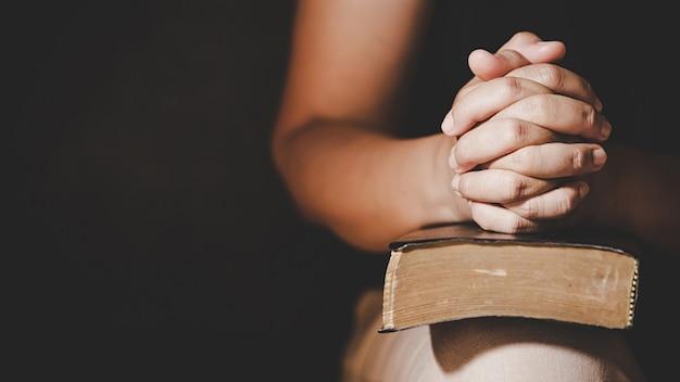 Prière De Crise De La Vie Chrétienne à Dieu. Photo gratuit