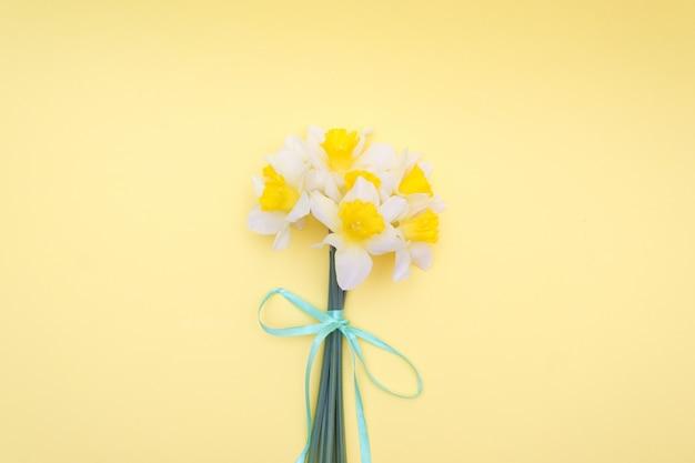 Printemps, un bouquet de jonquilles Photo Premium