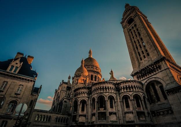 Prise De Vue à Faible Angle De La Célèbre Basilique Du Sacré-cœur De Paris à Paris, France Photo gratuit