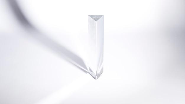 Prisme de cristal transparent au soleil sur fond blanc Photo gratuit