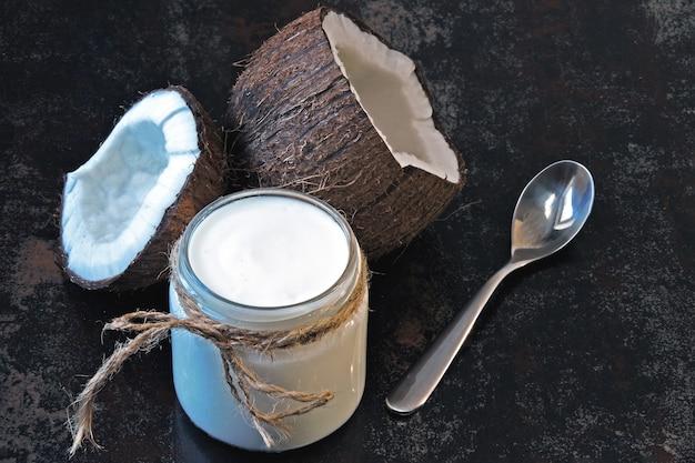 Probiotiques Au Yogourt Et à La Noix De Coco, Aliments Fermentés. Yaourt Végétalien. Photo Premium