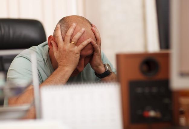 Problèmes au travail ou maux de tête Photo Premium