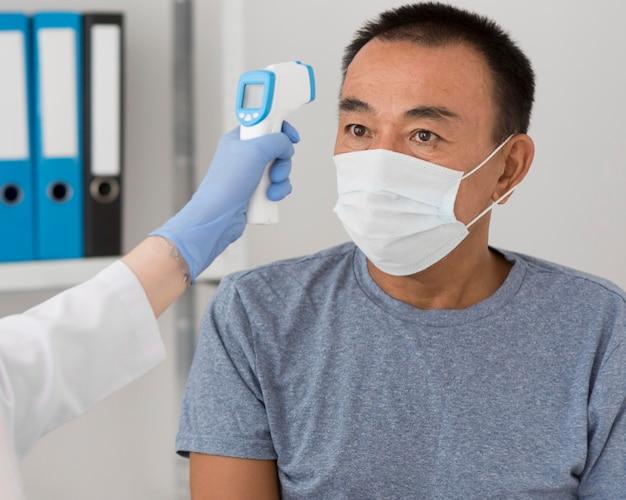Procédure D'échantillonnage De Coronavirus Photo gratuit