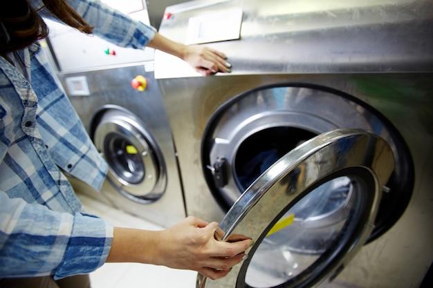 Processus de lavage des vêtements Photo gratuit
