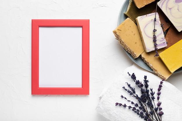 Produits cosmétiques d'hygiène emballés au spa Photo gratuit