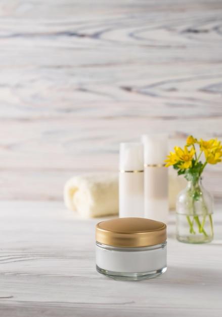 Produits cosmétiques naturels biologiques pour le visage et le corps Photo Premium