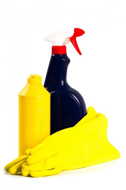 Produits de nettoyage isolés sur fond blanc Photo Premium