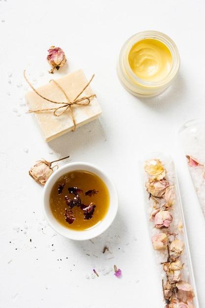 Produits parfumés spa vue de dessus Photo gratuit