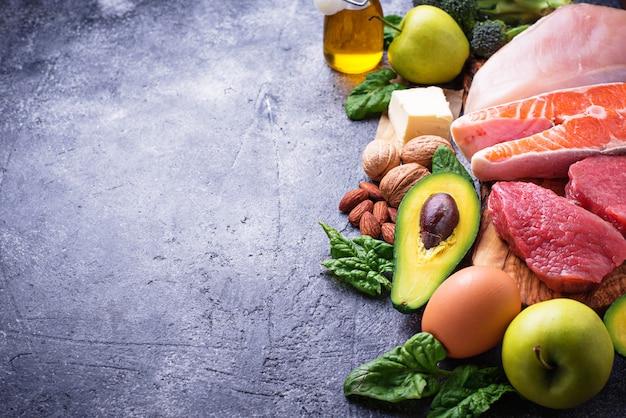Produits sains à faible teneur en glucides. régime cétogène. Photo Premium