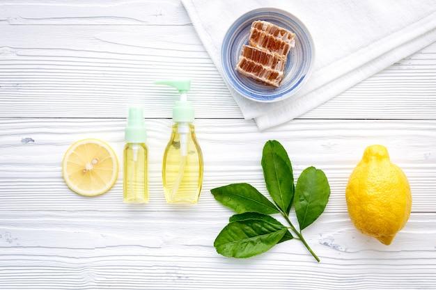 Produits de soin naturels à base de plantes. Photo Premium