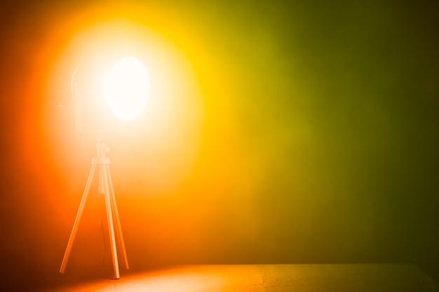 Projecteur lumineux en studio Photo gratuit