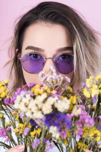 Projectile studio, de, femme fleurs Photo gratuit